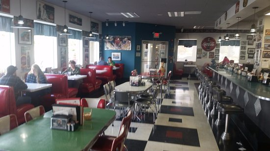 Debby's Diner: Dining area