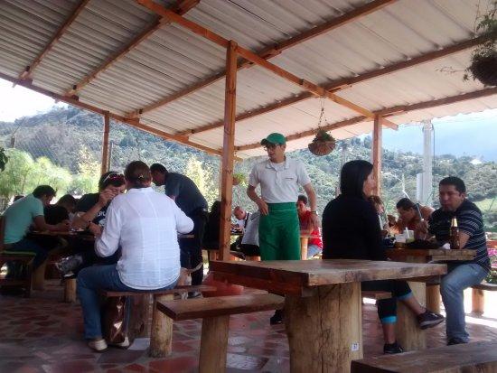 La Calera, Colombia: Ambiente externo del restaurante