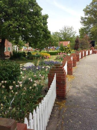 Windmill Island Gardens: Walkway