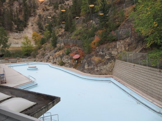 Radium Hot Springs, Canada: an empty pool behind the constuction