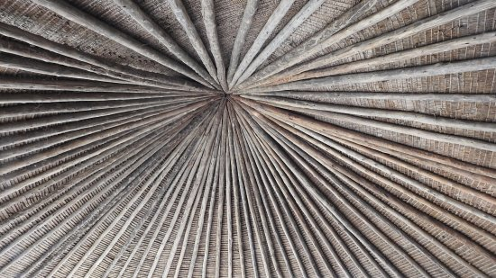 Tarangire Safari Lodge: This is the wood beamed ceiling in the dining room.