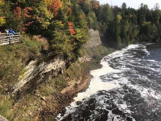 Tahquamenon falls state park paradise mi reviews top for Cabins near tahquamenon falls