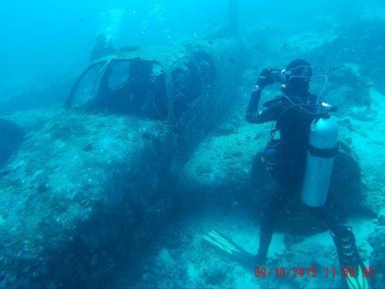 Lapu Lapu, Filippinene: Airplane wreck