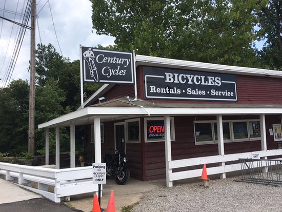 Peninsula, OH: Front of bike rental store