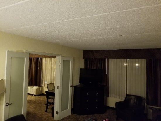 Holiday Inn & Suites Charleston West: 20171010_221425_large.jpg