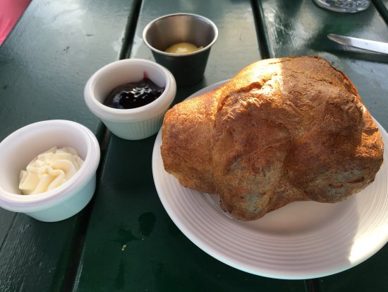 Northeast Harbor, Μέιν: Popped in for some popovers and had a lovely meal