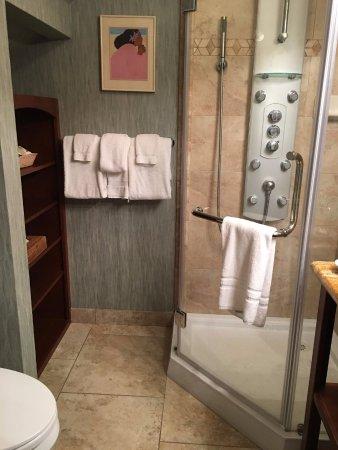 Aston Maui Kaanapali Villas: Upstairs bath