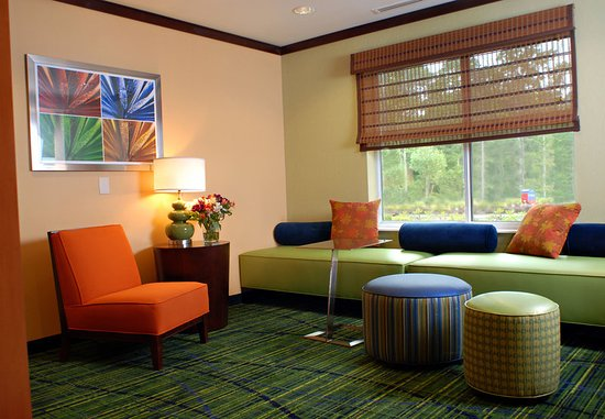 Millville, NJ: Lobby Seating Area