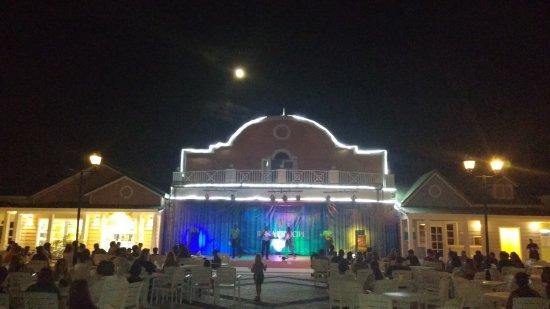 Grand Bahia Principe El Portillo: El teatro en Bahia Principe Village