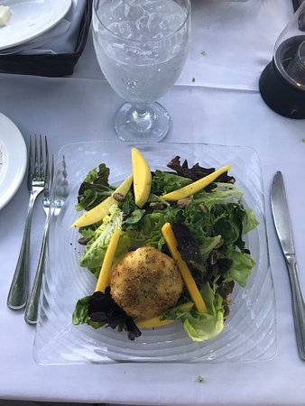 Roof Top Cafe: Appetizer, Mango, Salad with warm Goat cheese