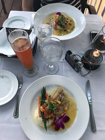 Roof Top Cafe: Main dish, Snapper with vegetables