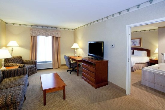Chicopee, MA: Suite Living Area
