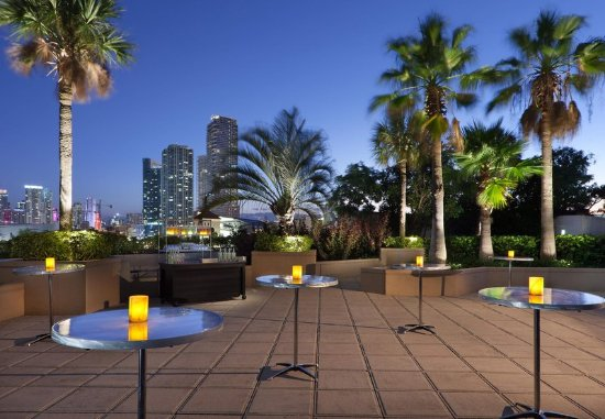 Miami Marriott Biscayne Bay: Outdoor Pool Deck – Social Event Setup