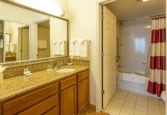 Westford, MA: Suite Bathroom