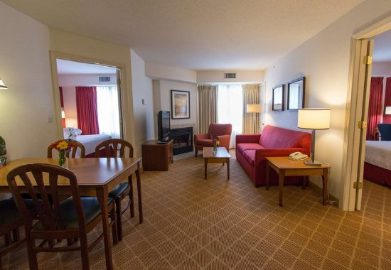 Westford, MA: Two-Bedroom Suite