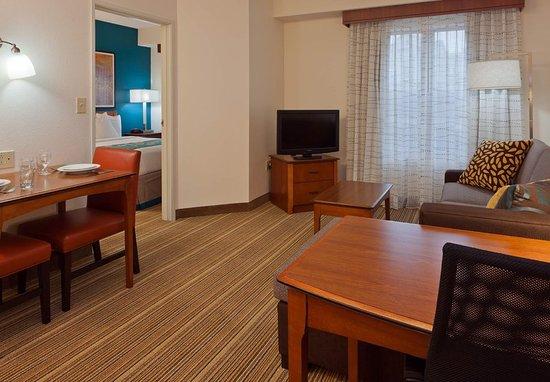 Carmel, IN: One-Bedroom Suite