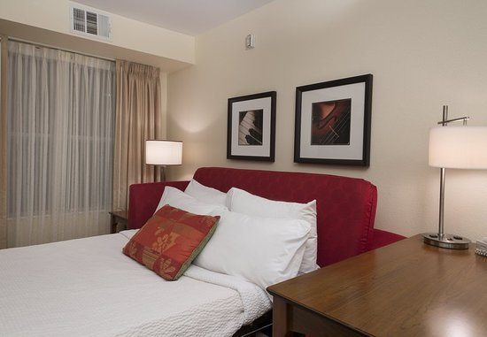 Folsom, CA: Suite Pull-Out Sofa