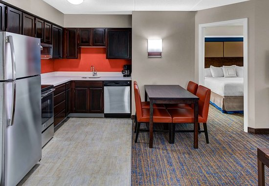 Beachwood, Огайо: Two-Bedroom Kitchen