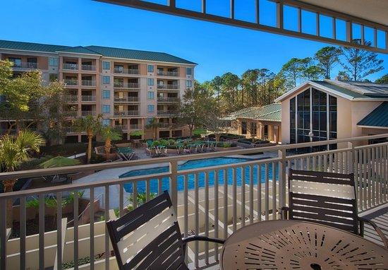 Marriott 39 s barony beach club 3 5 for Courtyard landscaping hilton head