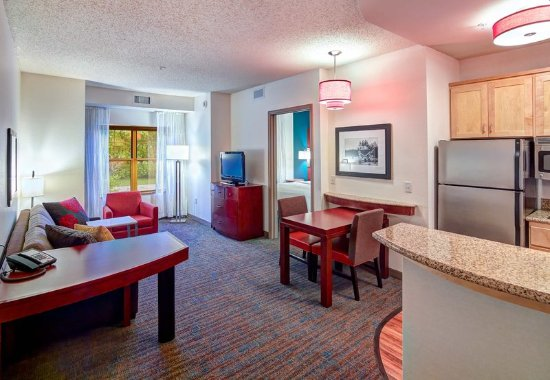 Plymouth, MN: One-Bedroom Suite