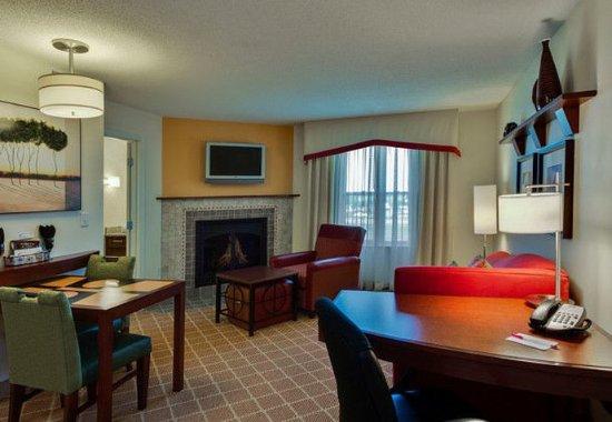 Hazleton, Pensilvania: One-Bedroom Fireplace Suite