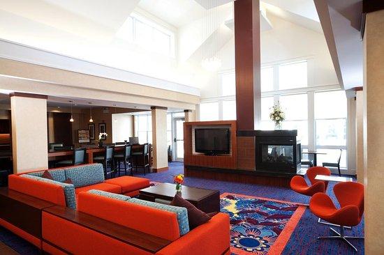 Auburn, Μέιν: Lobby