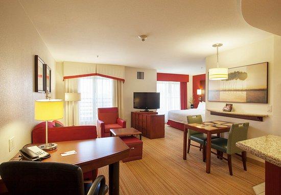 Surprise, Аризона: Studio Suite - Living Area