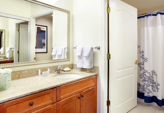 Oldsmar, FL: Suite Bathroom