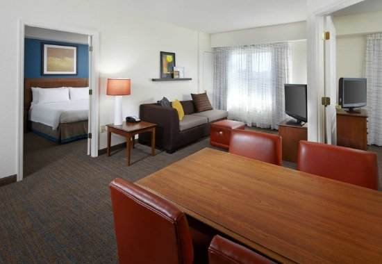 Oldsmar, FL: Two-Bedroom Suite