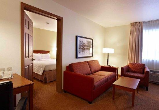 Sterling Heights, MI : One-Bedroom Suite
