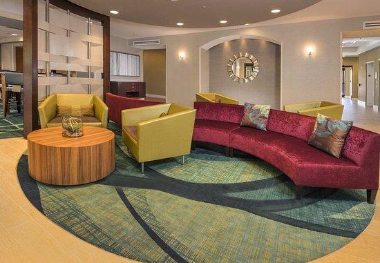 Gaithersburg, MD: Lobby Seating