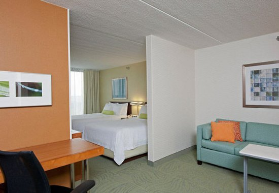 Warrenville, IL: Double/Double Suite Sleeping Area