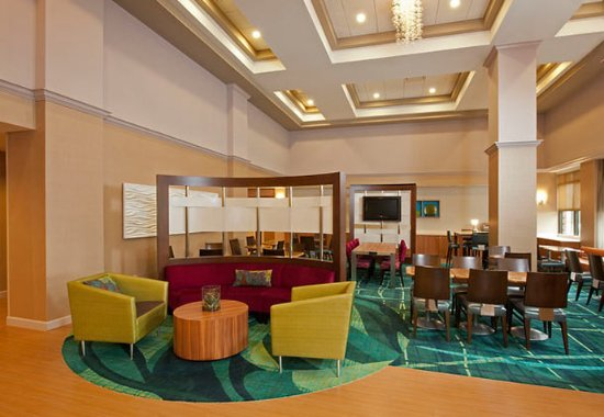Warrenville, IL: Lobby Seating Area