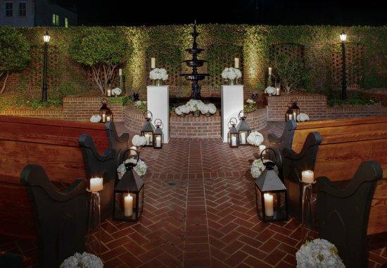 Courtyard Charleston Historic District: Outdoor Wedding Ceremony