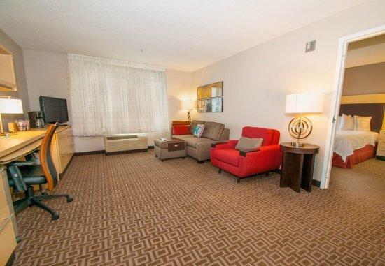 Moosic, Pensilvanya: One Bedroom Suite - Living Room