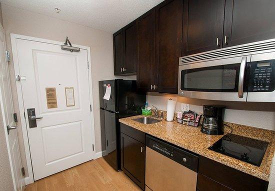 Moosic, Pensilvanya: Studio Suite Kitchen