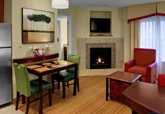 Chester, VA: One-Bedroom Suite with Fireplace