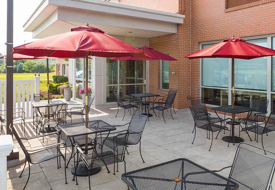 North Kingstown, RI: Outdoor Patio