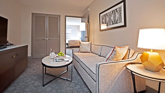 InterContinental Chicago Magnificent Mile: Executive Tower One-Bedroom Suite