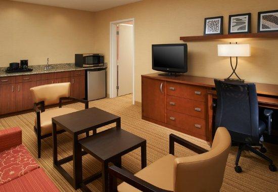 Utica, MI: King Suite Sitting Area