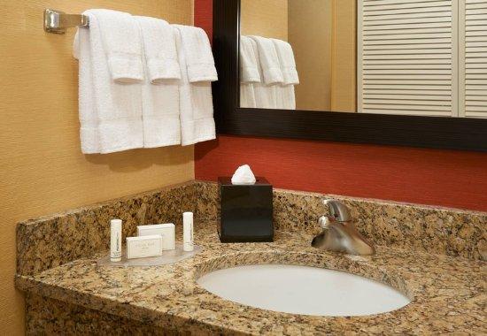 Utica, MI: Guest Room Vanity