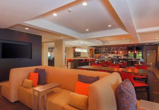 Morgan Hill, CA: Lobby Sitting Area