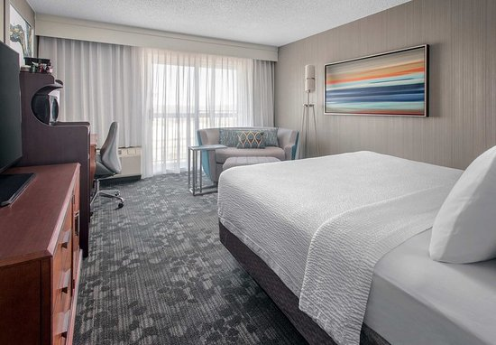 Basking Ridge, NJ: King Guest Room