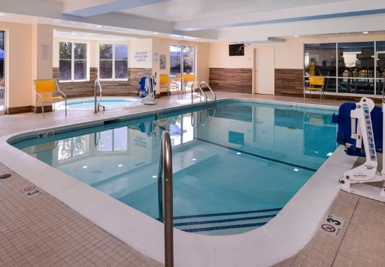 Jeffersonville, IN: Indoor Pool & Hot Tub