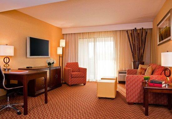 Cranbury, NJ : King Suite