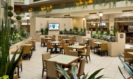 Embassy Suites by Hilton Secaucus - Meadowlands:  Breakfast Area