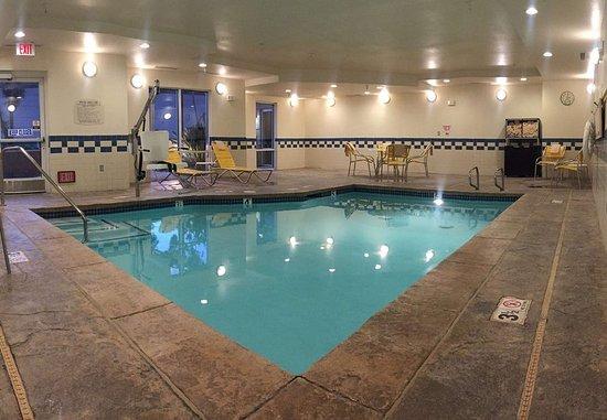 فيرفيلد إن آند سويتس باي ماريوت سان بيرناردينو: Indoor Pool