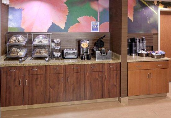 فيرفيلد إن آند سويتس باي ماريوت سان بيرناردينو: Breakfast Area