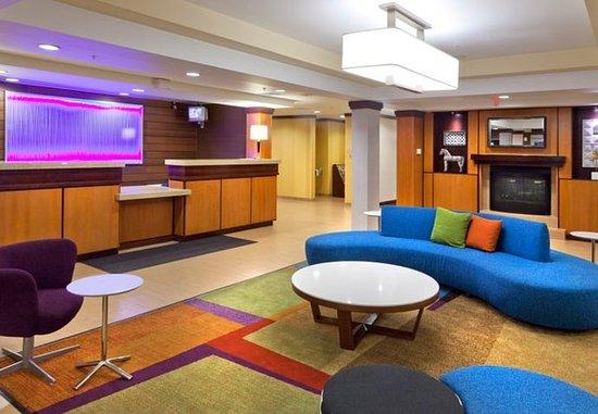 Fairfield Inn & Suites San Bernardino: Lobby with Seating Area