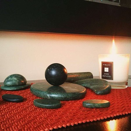 Parksville, Kanada: Experience the magic of Jade Stone in a massage with alternating temperatures for deeper results